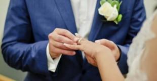 Dış mekan düğün fotoğrafları çekerken…